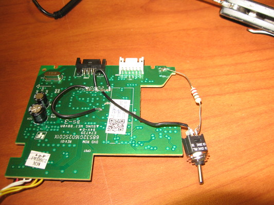Components attached to the PCB to facilitate firmware flashing.
